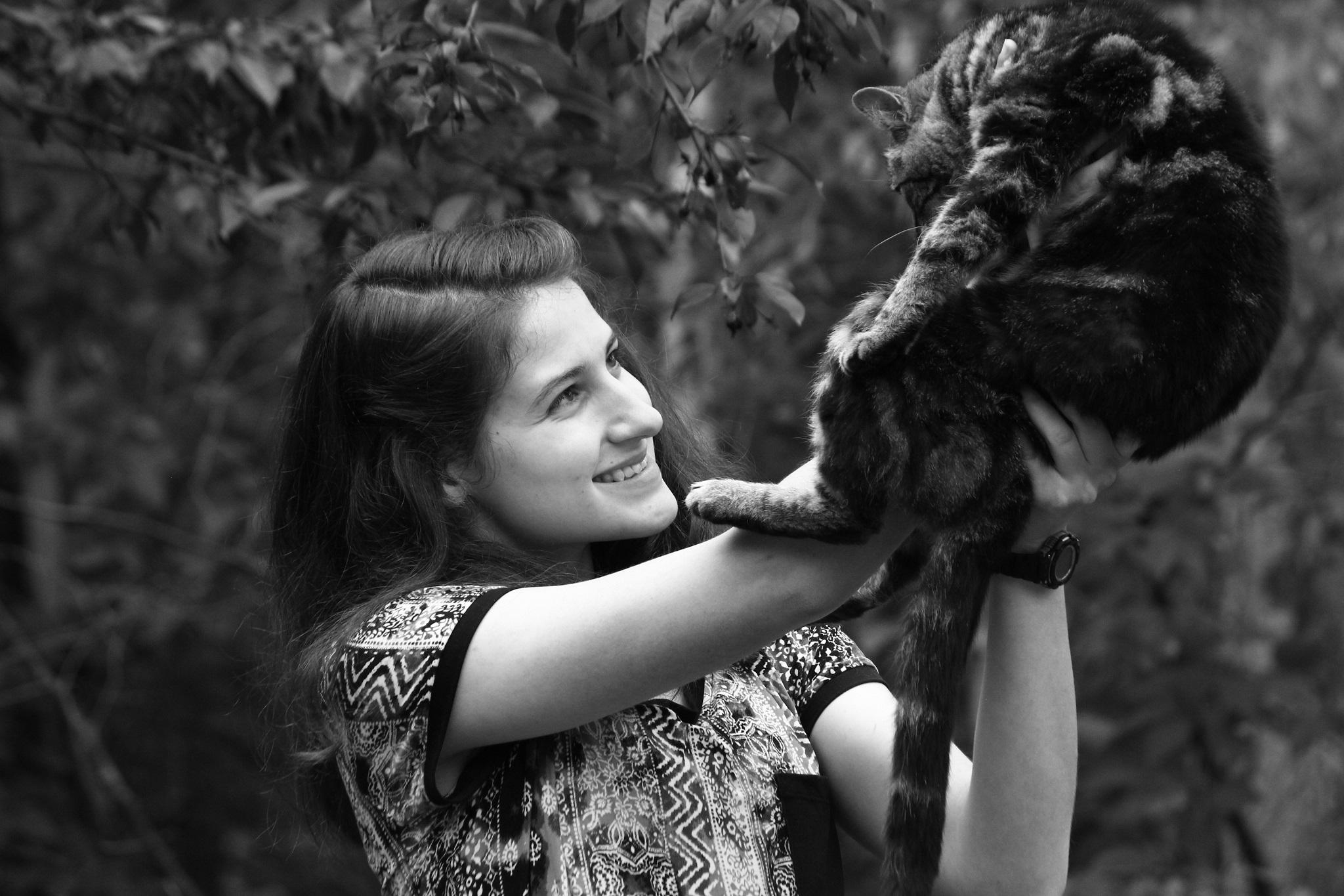 Eileen Crusta, cat behavior expert and web developer